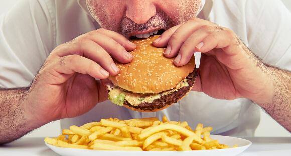 高カロリーのものを食べると太る