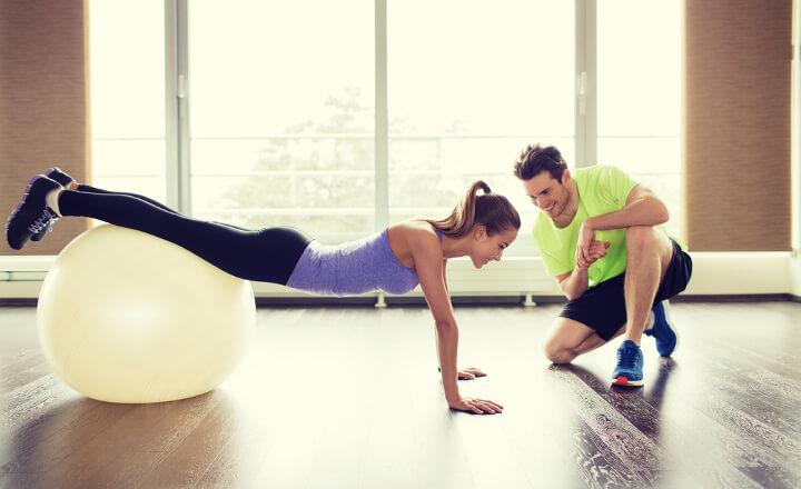 バランスボールで効果的にダイエットする正しい使い方!