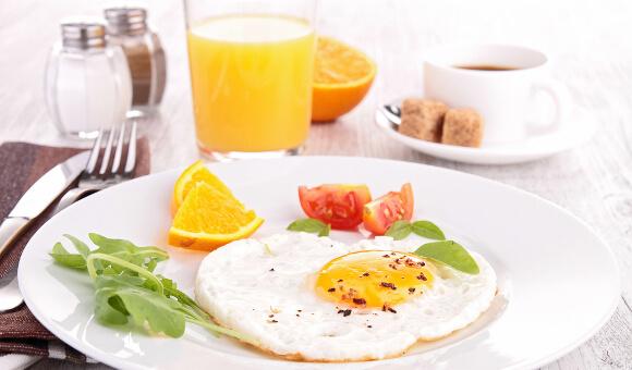 朝は食べても太らない?