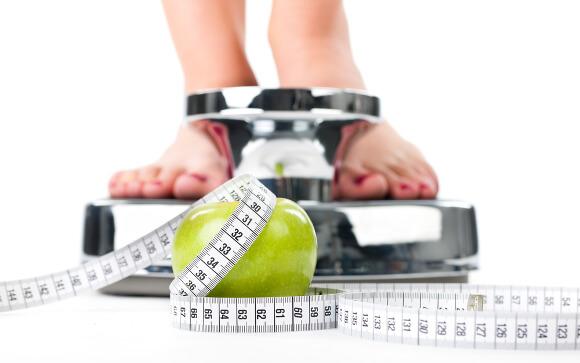 ダイエットで体重を減らす